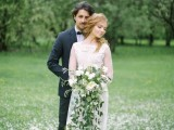 romantic-white-wedding-inspirational-shoot-in-a-blossoming-garden-13