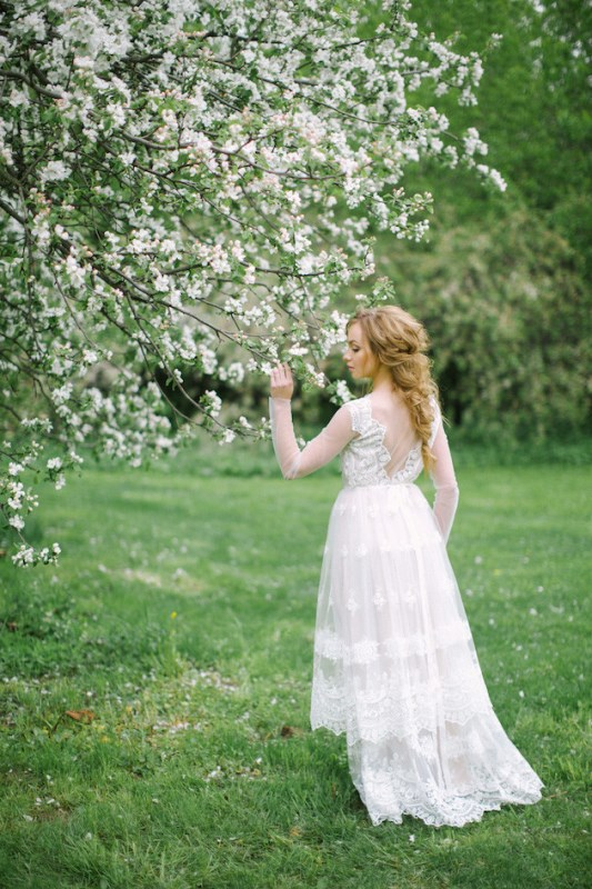 Picture Of romantic white wedding inspirational shoot in a blossoming garden  2