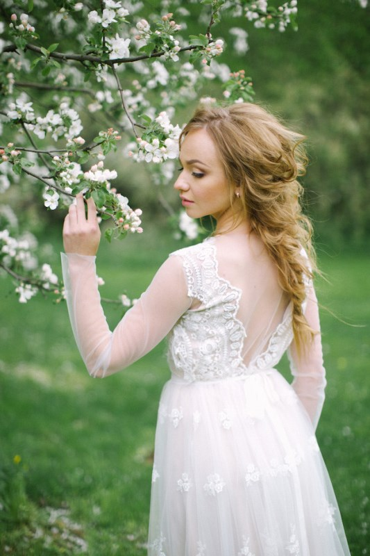 Picture Of romantic white wedding inspirational shoot in a blossoming garden  3