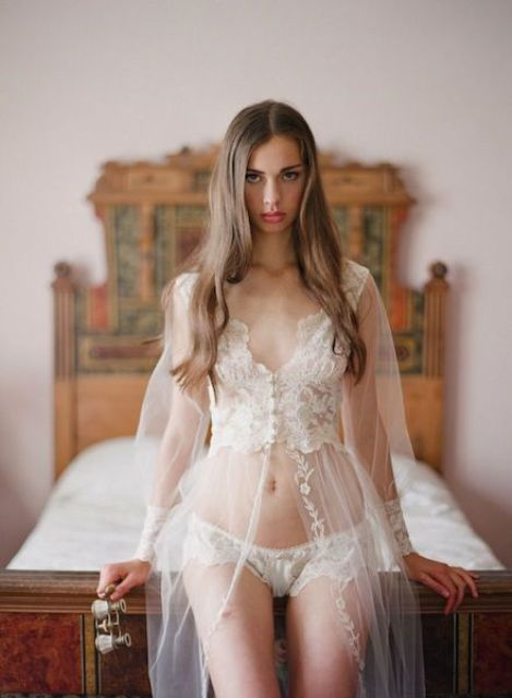 45 seductive bridal lingerie ideas weddingomania for Ideas for sexy photos