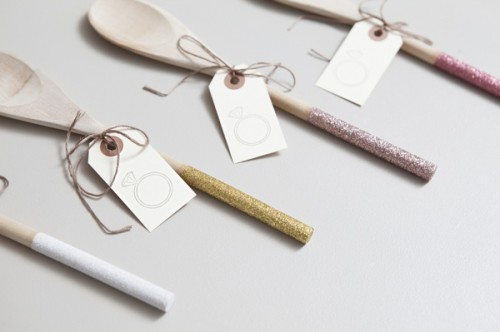 Glittered Wooden Spoon Favors (via somethingturquoise)