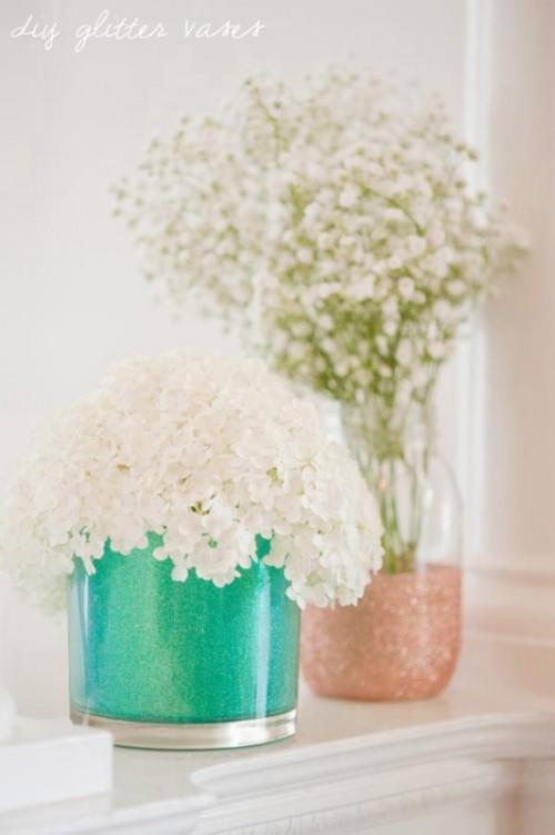 Glamorous DIY Glitter Vases (via weddingomania)