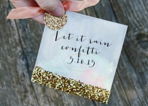 Cute And Shiny DIY Wedding Favor Glitter Confetti Bags (via weddingomania)