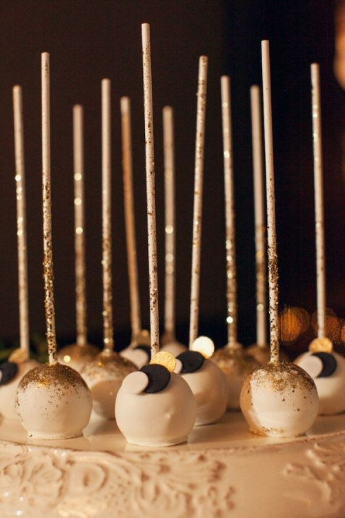sparkling and gold cake pops with glitter and confetti are lovely party and NYE wedding sweets