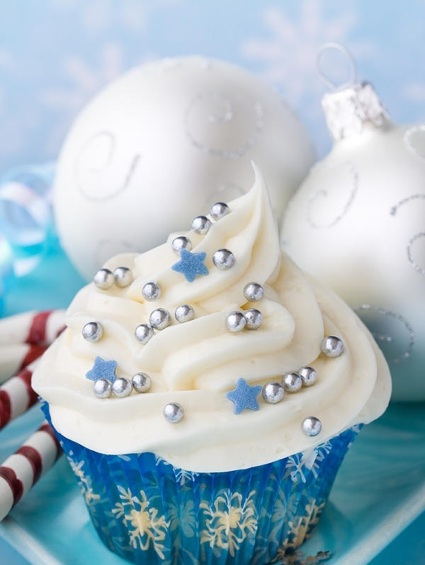 Picture Of sparkling new year wedding cakes and desserts  22