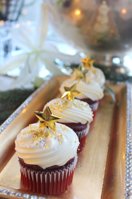 red velvet cupcakes with frosting, gold glitter and gold stars are very chic and very fun