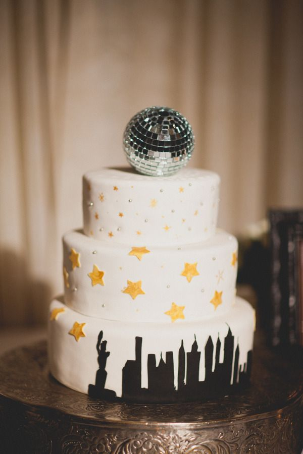 Picture Of sparkling new year wedding cakes and desserts  7