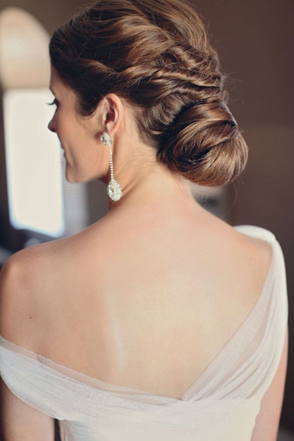 Picture Of statement earrings wedding trend ideas  16