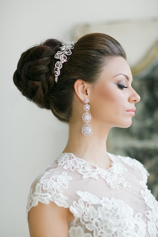 Picture Of statement earrings wedding trend ideas  23
