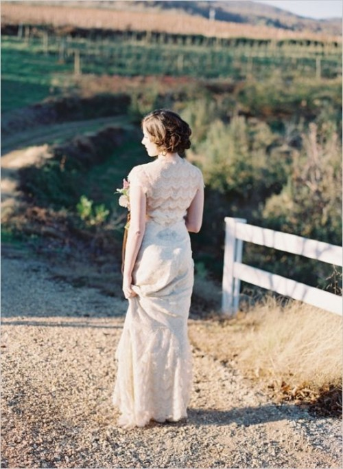 an off-white full lace fitting wedding dress with cap sleeves is a stylish vintage idea to try