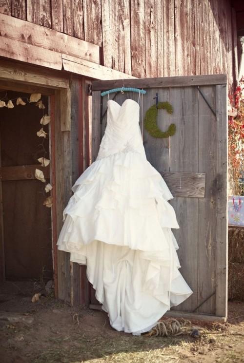 27 stunning barn wedding dresses weddingomania With barn wedding dresses