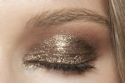 19 Stunning Metallic Eye Makeup Ideas For Daring Christmas And Winter Brides