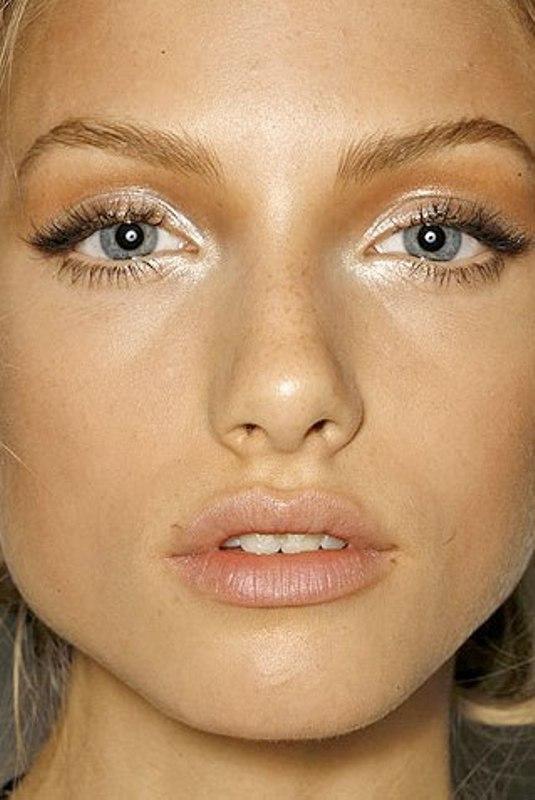 Stunning Metallic Eye Makeup Ideas For Daring Christmas ...