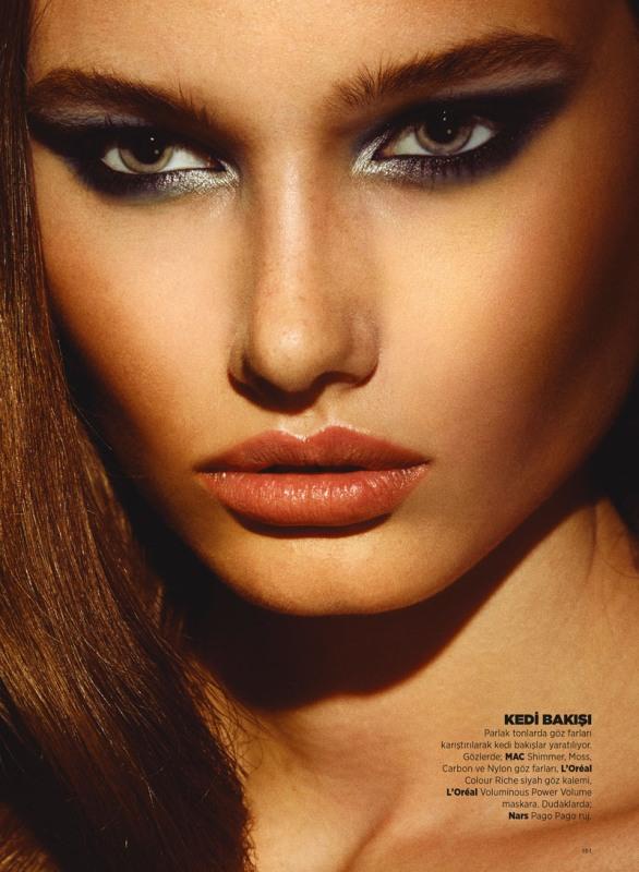 Stunning Metallic Eye Makeup Ideas For Daring Christmas And Winter Brides
