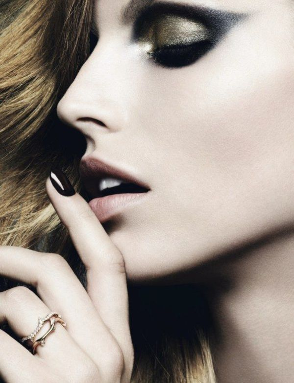Stunning Metallic Eye Makeup Ideas For Daring Christmas And Winter Brides