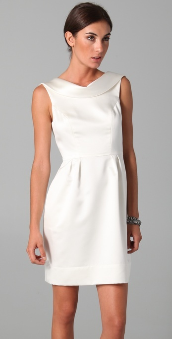 a modern plain mini dress with a high neckline, a wide collar and a pleated skirt is a chic idea