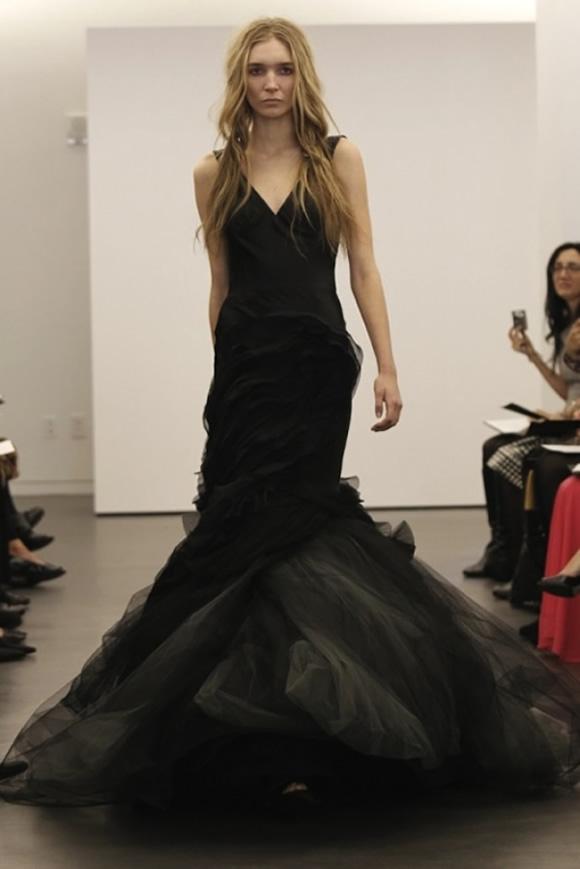 25 Stylish And Dramatic Black Wedding Dresses - Weddingomania