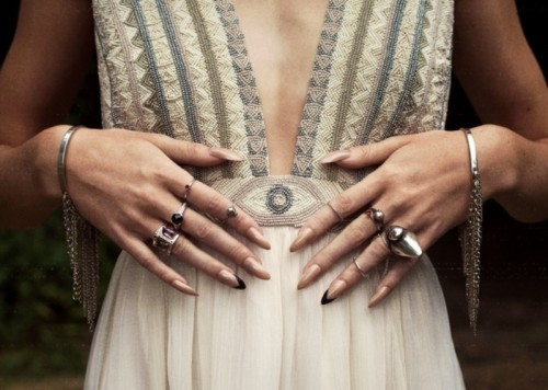 long and sharp nails in a nude shade with black tips on two fingers look very cool and very modern