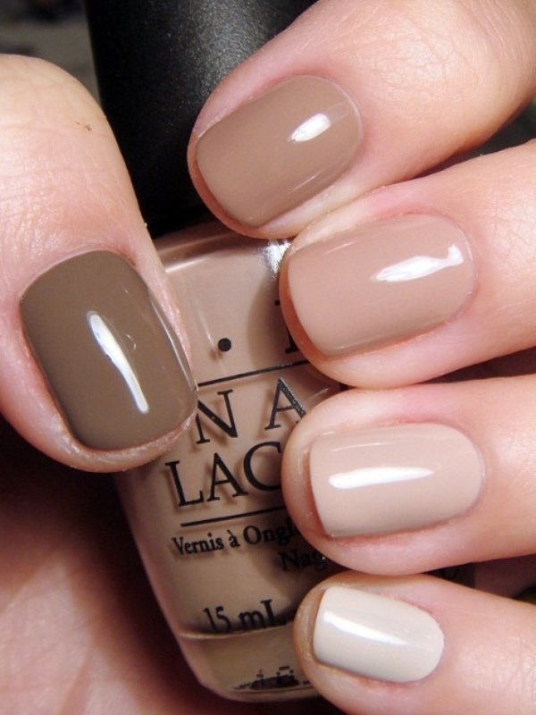 a stylish manicure from taupe to neutrals with an ombre effect is a lovely and cool idea not only for a boho bride