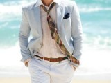 groom's outfit for a relaxed tropical wedding