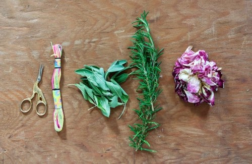 Sweet DIY Smudge Stick Wedding Favors