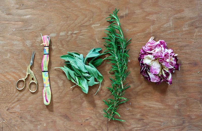 Picture Of sweet diy smudge stick wedding favors  2