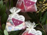 tasty-and-cute-diy-valentines-day-wedding-favors-1