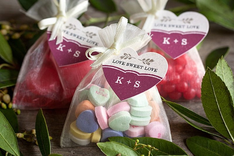 Picture Of tasty and cute diy valentines day wedding favors  4