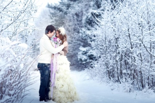 Tender And Cozy Snowy Wedding Photo Shoot