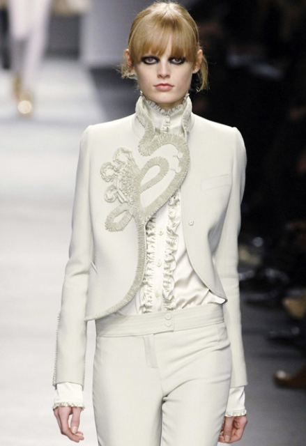 an haute couture pantsuit with pants, a catchy blazer with embroidery and a white silk blouse for a daring bride