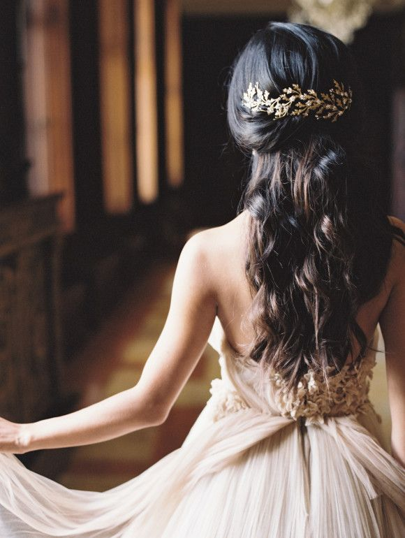Picture Of the hottest 2015 wedding trend golden bridal accessories  33
