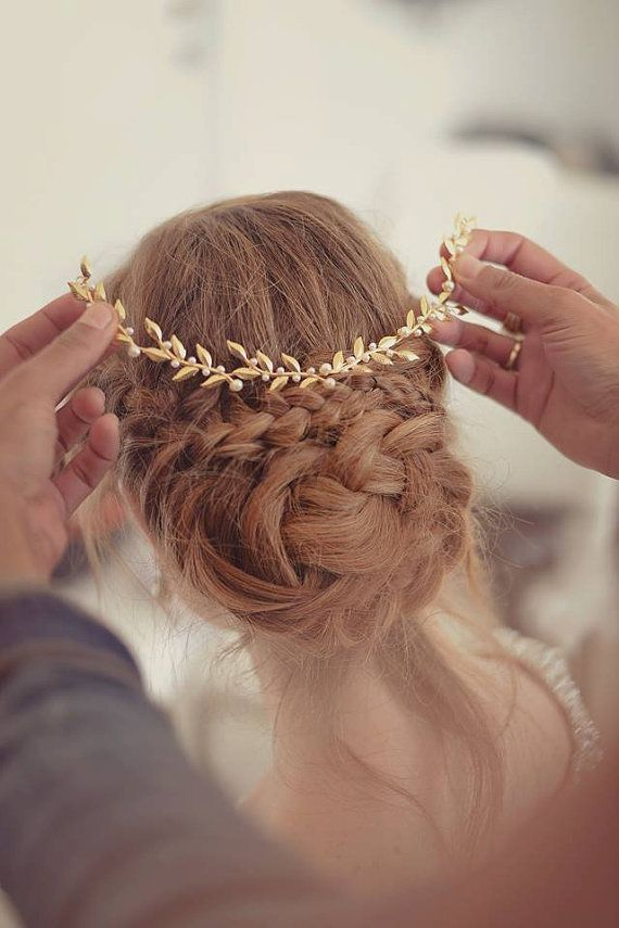 Picture Of the hottest 2015 wedding trend golden bridal accessories  5
