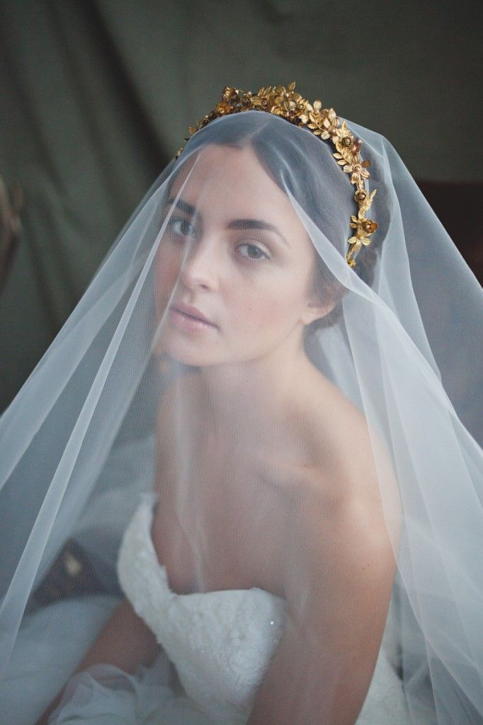 Picture Of the hottest 2015 wedding trend golden bridal accessories  9
