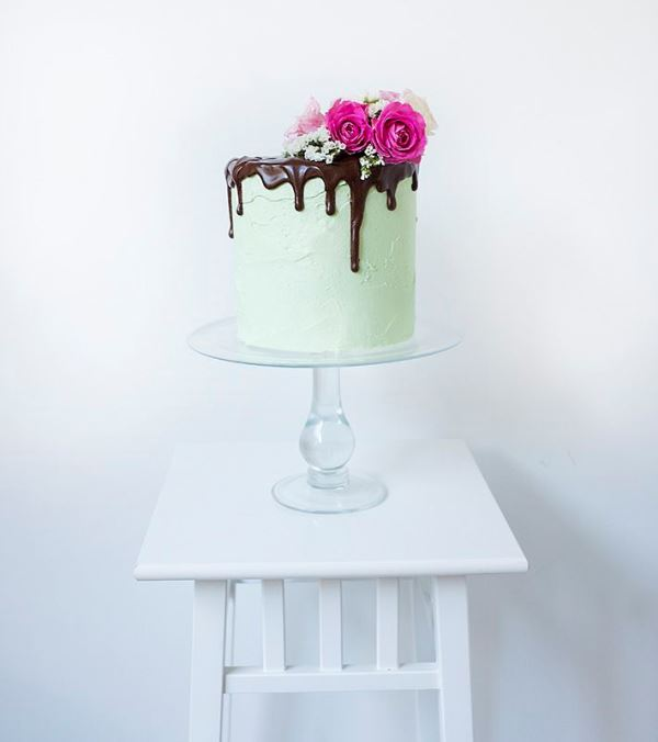 Picture Of the hottest wedding trend 17 sweet and fun color drip wedding cakes  12