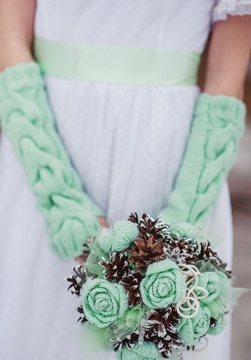 36 Unconventional Winter Wedding Bouquets To Die For