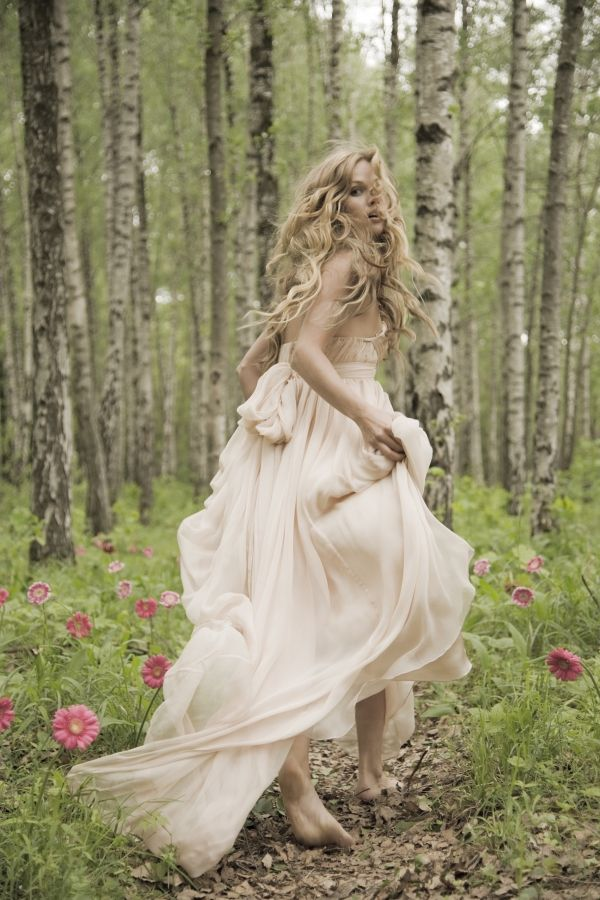 26 Unique Woodland Wedding Gowns To Rock - Weddingomania