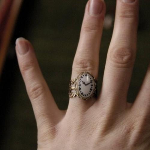 a vintage clock wedding ring is a unique idea for a vintage-loving bride