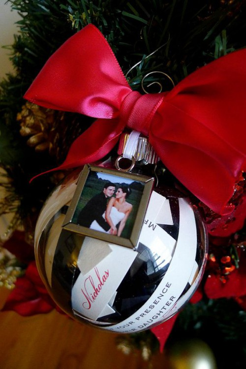 a pretty ornaments with your couple's photo and a large red bow is a chic wedding guest favor idea