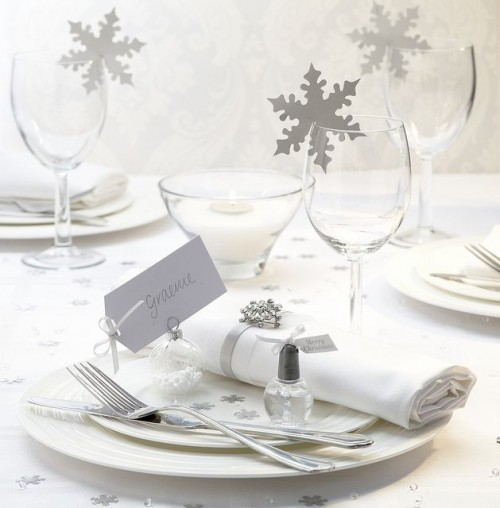 Ways To Use Snowflakes In Winter Wedding Decor
