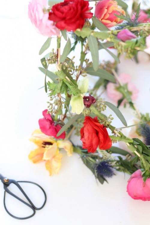Whimsical Diy Geometric Floral Pendants For Your Wedding Decor