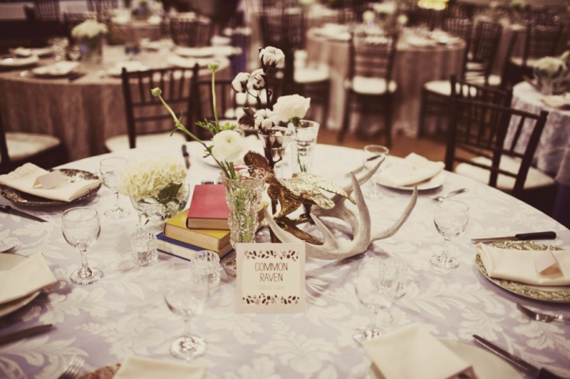 Nice Winter Wedding Table Decor Ideas