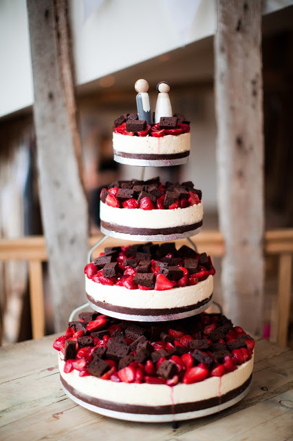 22 Yummy And Trendy Cheesecake Wedding Cakes